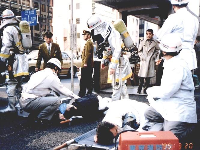 Nhật Bản tử hình thủ lĩnh giáo phái gây ra vụ khủng bố ga tàu điện ngầm bằng khí độc Sarin ảnh 1
