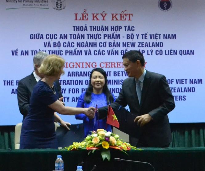 Việt Nam - New Zealand ký thỏa thuận hợp tác về An toàn thực phẩm ảnh 1