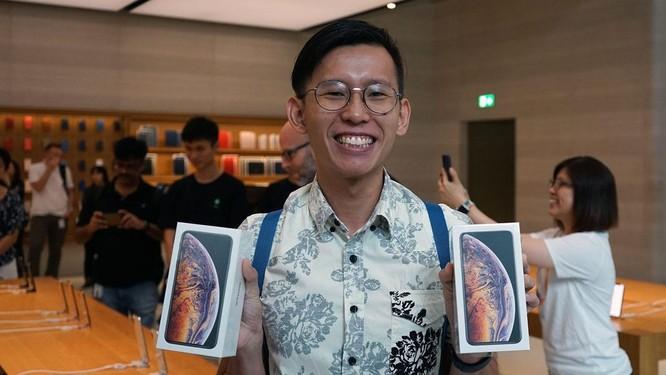 """Hàng dài người xếp hàng khi """"cơn sốt iPhone Xs"""" quét qua Australia và Singapore ảnh 10"""