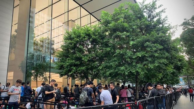 """Hàng dài người xếp hàng khi """"cơn sốt iPhone Xs"""" quét qua Australia và Singapore ảnh 12"""