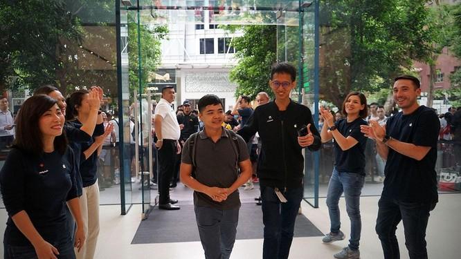 """Hàng dài người xếp hàng khi """"cơn sốt iPhone Xs"""" quét qua Australia và Singapore ảnh 9"""