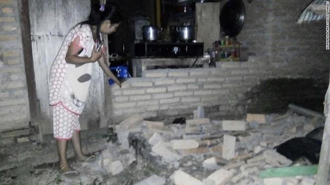 Đã có 384 người thiệt mạng, hàng trăm người bị thương sau động đất và sóng thần tại Indonesia ảnh 11