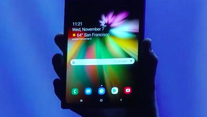 """Chiêm ngưỡng hình ảnh """"bằng da, bằng thịt"""" đầu tiên của smartphone gập do Samsung phát triển ảnh 4"""