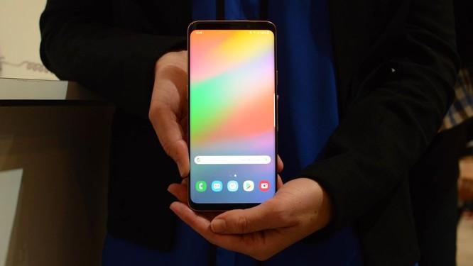 """Chiêm ngưỡng hình ảnh """"bằng da, bằng thịt"""" đầu tiên của smartphone gập do Samsung phát triển ảnh 5"""