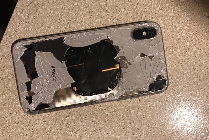 iPhone X bất ngờ phát nổ trong quá trình cập nhật iOS 12.1 ảnh 2