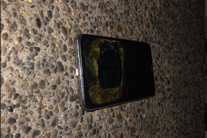 iPhone X bất ngờ phát nổ trong quá trình cập nhật iOS 12.1 ảnh 3