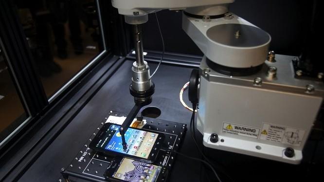 Mỹ khởi tố Huawei và CFO Mạnh Vãn Châu với 23 cáo trạng lừa đảo và đánh cắp bí mật thương mại ảnh 2