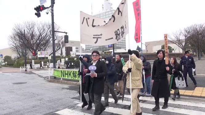 """""""Liên minh Những người đàn ông Không nổi tiếng"""" tổ chức biểu tình đòi hủy bỏ ngày Lễ Tình nhân! ảnh 1"""