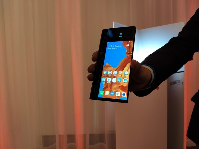 Huawei ra mắt Mate X: Smartphone gập, hỗ trợ 5G và đắt nhất thế giới ảnh 4