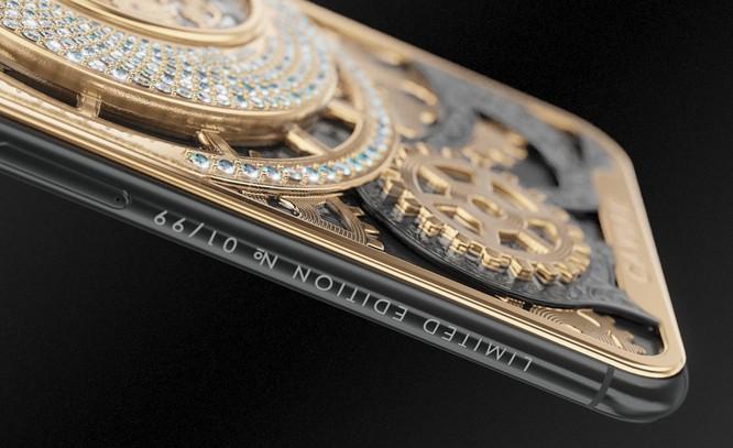 Caviar chỉ chế tác 99 chiếc smartphone phiên bản đặc biệt này. Bạn có thể biết số thứ tự máy nhờ dòng chữ khắc dọc cạnh máy. Ảnh: BI