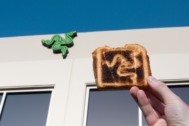 Chiều lòng fan, CEO Razer hứa phát triển… lò nướng bánh mỳ ảnh 3