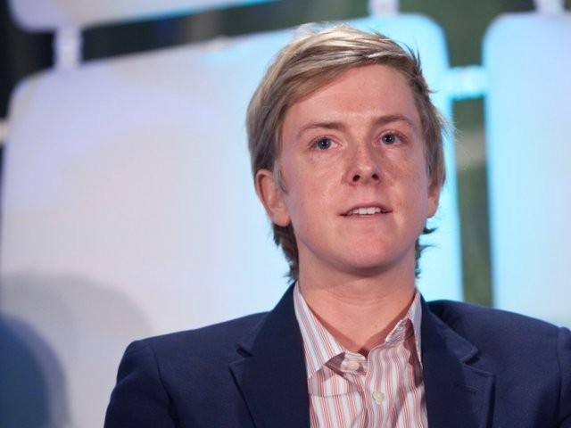 Chris Hughes, nhà đồng sáng lập đòi xẻ nhỏ Facebook là ai? ảnh 13