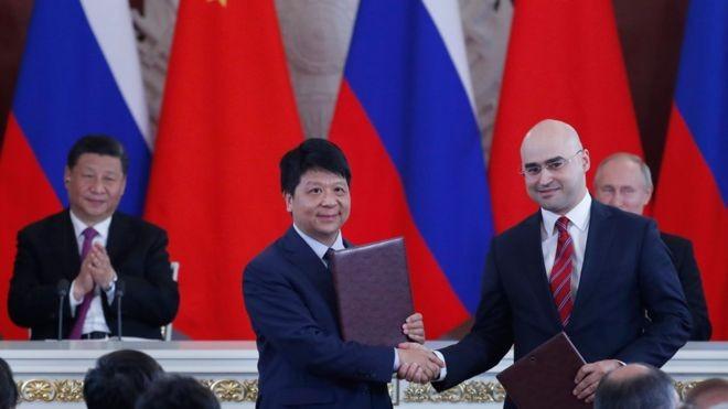 Bị Mỹ cấm vận, Huawei tìm đến Nga ảnh 1