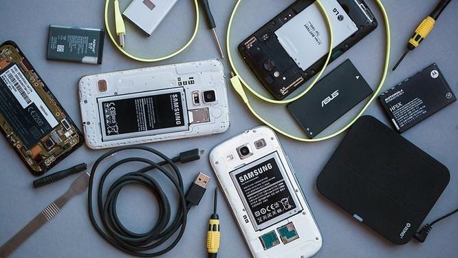 10 bước để cứu điện thoại bị dính nước ảnh 2