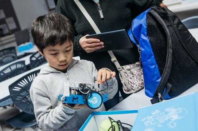 Lo sợ con cái mất việc vì AI, mẹ bỉm sữa Trung Quốc đang chi cả chục nghìn đô dạy con học code, làm robot ảnh 3