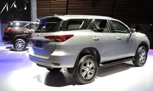 Toyota Fortuner thế hệ mới giá từ 981 triệu đồng tại Việt Nam ảnh 1