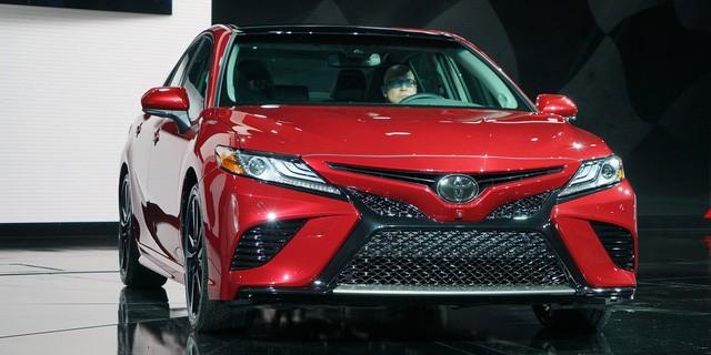 Toyota Camry 2018: Lột xác về thiết kế từ trong ra ngoài, thêm động cơ mới ảnh 1