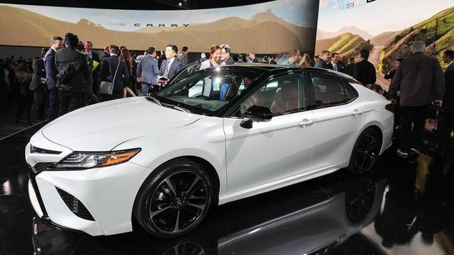 Toyota Camry 2018: Lột xác về thiết kế từ trong ra ngoài, thêm động cơ mới ảnh 4