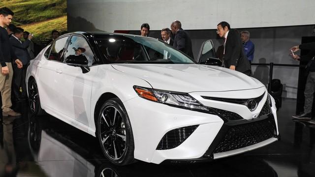 Toyota Camry 2018: Lột xác về thiết kế từ trong ra ngoài, thêm động cơ mới ảnh 5