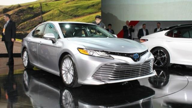 Toyota Camry 2018: Lột xác về thiết kế từ trong ra ngoài, thêm động cơ mới ảnh 6
