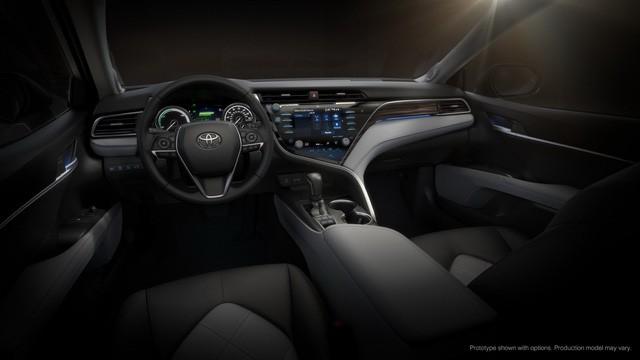 Toyota Camry 2018: Lột xác về thiết kế từ trong ra ngoài, thêm động cơ mới ảnh 11