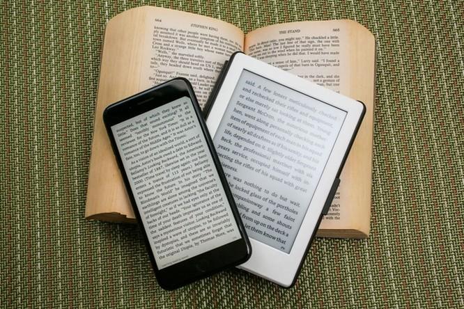 """iPhone tròn 10 năm: Những thiết bị """"hết đường sống"""" vì smartphone của Apple ảnh 10"""