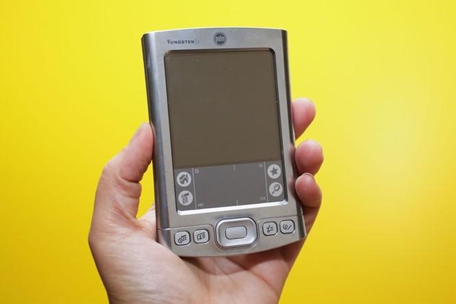 """iPhone tròn 10 năm: Những thiết bị """"hết đường sống"""" vì smartphone của Apple ảnh 4"""