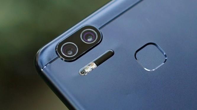 Cận cảnh ASUS ZenFone 3 Zoom: camera kép, pin 5000 mAh ảnh 2