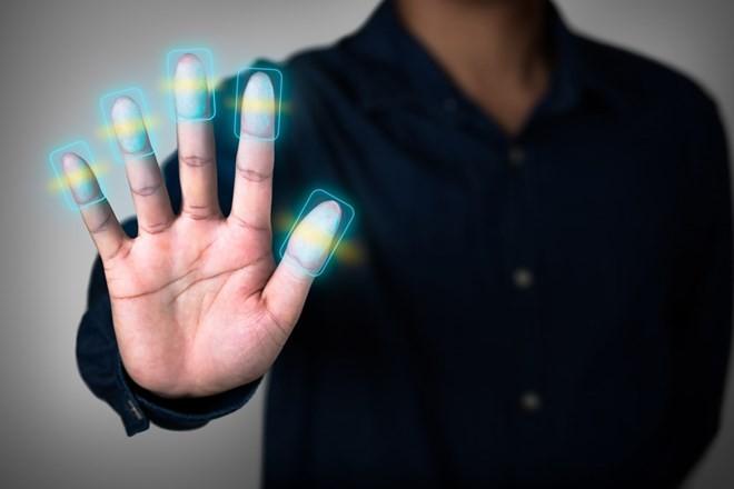 Thói quen giơ tay chữ V khi chụp ảnh có thể làm lộ dữ liệu cá nhân ảnh 1