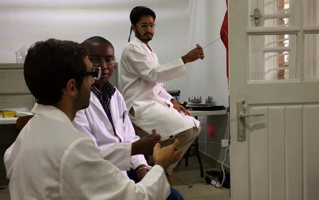 Thứ đồ chơi 5.000 đồng này có thể làm xét nghiệm máu y chang máy móc hàng chục triệu ảnh 2