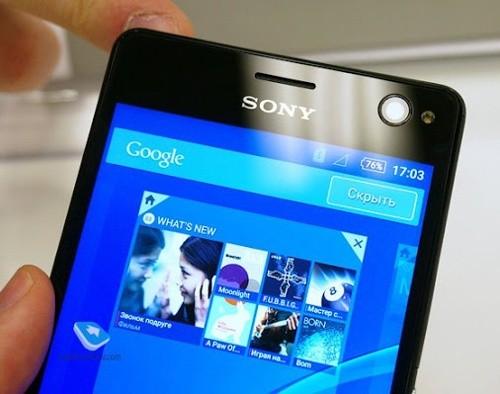 Sony Xperia C4 (6,2 triệu đồng):Ngoài ra ứng dụng camera đi kèm cũng có rất nhiều tùy chọn để chụp ảnh selfie như: Làm mịn da, gắn kính áp tròng cho mắt, làm mịn da, làm thon gọn gương mặt, ghép ảnh... Tất cả sẽ giúp người dùng có được những bức ảnh selfie đẹp và thú vị hơn. Camera trước của Xperia C4 còn có khả năng chụp ảnh HDR, tích hợp sẵn khả năng chống rung SteadyShot và hỗ trợ quay phim Full HD.