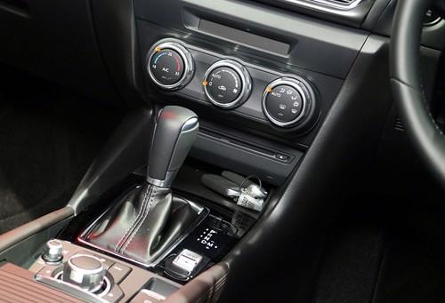Mazda3 2017 thêm loạt công nghệ, giá từ 24.000 USD ảnh 9