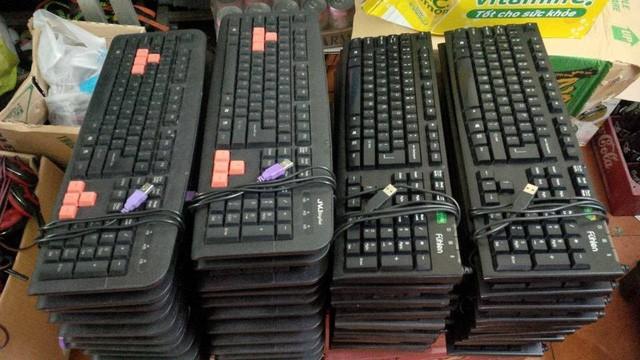 Bi hài câu chuyện con chuột, cái bàn phím trong quán net ảnh 2