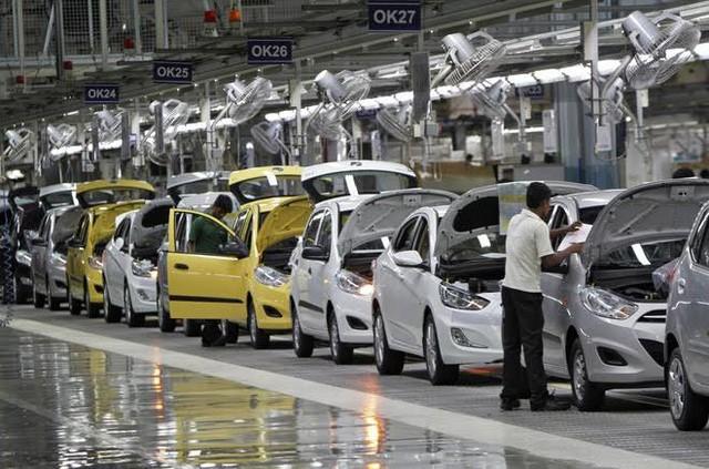 Ô tô giảm giá 150 triệu: Gom tiền chờ mua xe giá rẻ ảnh 1