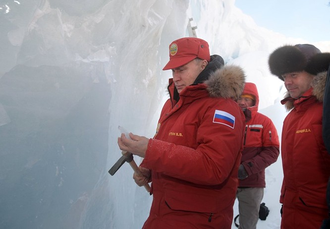 Tổng thống Putin tham quan cấu tạo Băng vĩnh cửu
