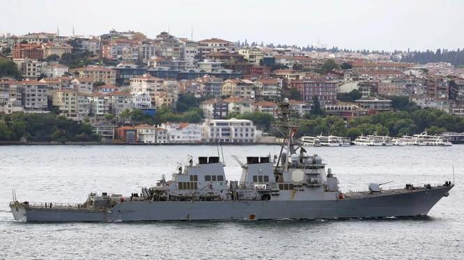 Tàu chiến USS Ross (DDG 71) hoạt động trên Địa Trung Hải
