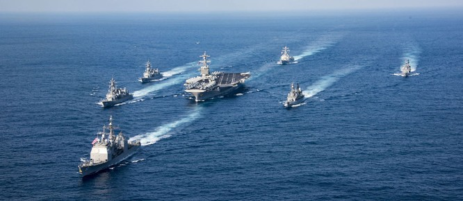 Cụm tàu tấn công sân bay Carl Vinson của Mỹ