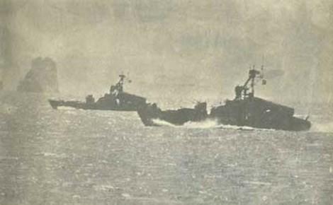 Theo tài liệu lịch sử Hải quân Nhân dân Việt Nam, trong những năm chống Mỹ, Việt Nam từng có trong trang bị tới 4 tàu loại này, được viện trợ tháng 12/1972. Trong ảnh là tàu tên lửa Project 183R lớp Komar đang tuần tra trên Vịnh Hạ Long. Nguồn ảnh: QĐNDVN