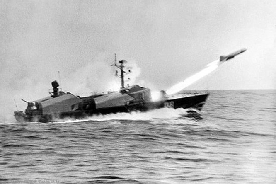 Đầu đạn nổ phía sau thùng nhiên liệu của tên lửa P-15 Termit để có thể khi đâm vào mục tiêu các nhiên liệu chưa cháy hết sẽ cộng hưởng với thuốc nổ tạo sức công phá mạnh hơn với tàu địch. Nguồn ảnh: raspletin.ru