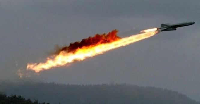 Với sức mạnh từ hai quả tên lửa diệt hạm mang theo đầu đạn cực mạnh nặng tới nửa tấn, những chiếc tàu tên lửa Komar mà Việt Nam được Liên Xô viện trợ hoàn toàn có thể đánh chìm mọi tàu chiến lớn nhất của VNCH. Nguồn ảnh: Sputnik International