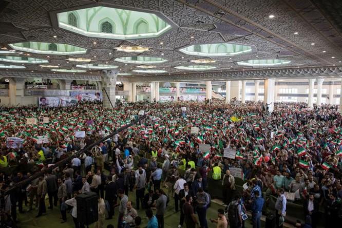 Cử tri Iran bắt đầu đi bỏ phiếu bầu chọn tổng thống mới ảnh 1