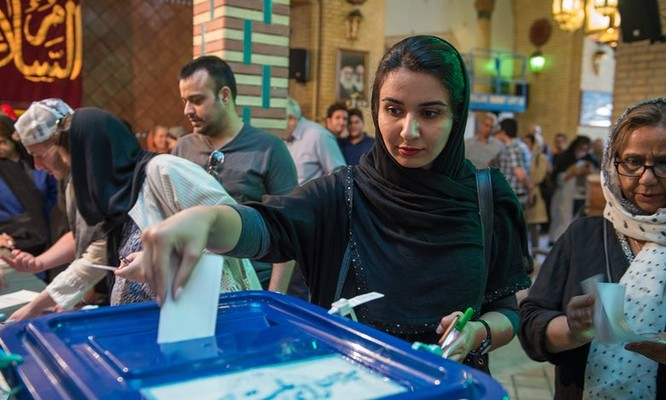 Cử tri Iran đi bỏ phiếu