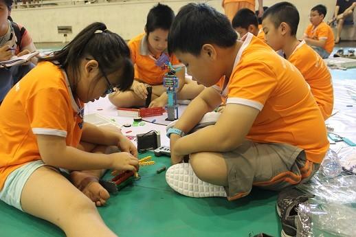 Xem học sinh tiểu học Hà thành tranh tài điều khiển robot điêu luyện ảnh 14