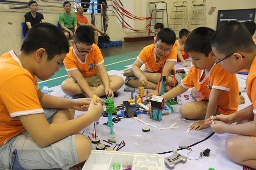 Xem học sinh tiểu học Hà thành tranh tài điều khiển robot điêu luyện ảnh 13