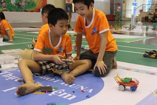 Xem học sinh tiểu học Hà thành tranh tài điều khiển robot điêu luyện ảnh 12