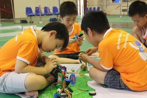 Xem học sinh tiểu học Hà thành tranh tài điều khiển robot điêu luyện ảnh 11