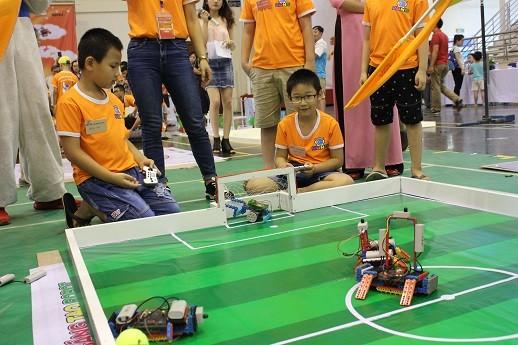 Xem học sinh tiểu học Hà thành tranh tài điều khiển robot điêu luyện ảnh 9