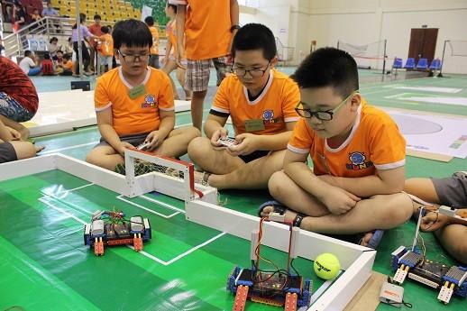 Xem học sinh tiểu học Hà thành tranh tài điều khiển robot điêu luyện ảnh 8