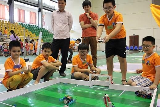 Xem học sinh tiểu học Hà thành tranh tài điều khiển robot điêu luyện ảnh 7