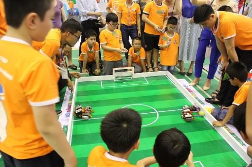 Xem học sinh tiểu học Hà thành tranh tài điều khiển robot điêu luyện ảnh 6